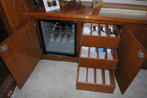 82' Horizon Flybridge Motor Yacht 2001 Wine Cooler and Storage Starboard