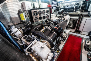 82' Horizon Flybridge Motor Yacht 2001 Engine Room