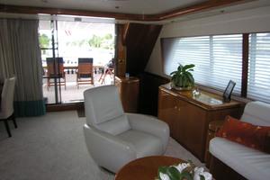 82' Horizon Flybridge Motor Yacht 2001 Salon Looking Aft
