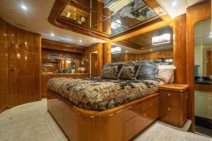82' Horizon Flybridge Motor Yacht 2001 Master Stateroom