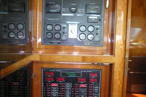82' Horizon Flybridge Motor Yacht 2001 Electrical Panel