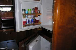 82' Horizon Flybridge Motor Yacht 2001 Refrigerator & Freezer Crew Quarters