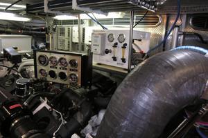 82' Horizon Flybridge Motor Yacht 2001 Starboard Engine Room