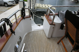 82' Horizon Flybridge Motor Yacht 2001 Aft Deck to Swim Platform Port & Starboard