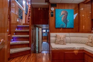 61' Jefferson 61 Marquessa 2001 Captains Library To Aft