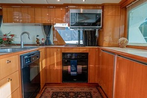 61' Jefferson 61 Marquessa 2001 Galley Stovetop, Oven, Microwave