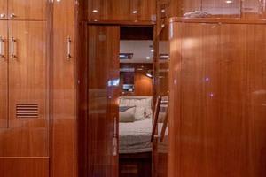 61' Jefferson 61 Marquessa 2001 Entranceway To VIP Forward Stateroom
