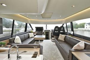 55' Prestige 55 Flybridge 2016 Salon