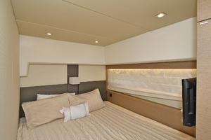 55' Prestige 550 Flybridge 2016 Guest Stateroom