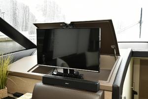 55' Prestige 550 Flybridge 2016 Salon Flatscreen TV
