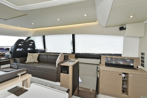 55' Prestige 550 Flybridge 2016 Salon