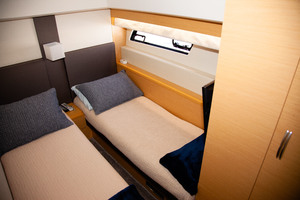 55' Prestige 550 Flybridge 2014 Guest Stateroom