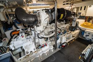 60' Hatteras 60 Gt 2008 Engine Room 7
