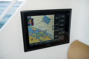 60' Hatteras 60 Gt 2008 Cockpit Garmin Screen