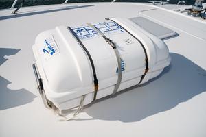 60' Hatteras 60 Gt 2008 Life Raft