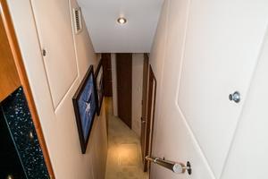 60' Hatteras 60 Gt 2008 Companionway