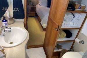 65' Pacific Mariner 65s 2000 Master Bath Storage
