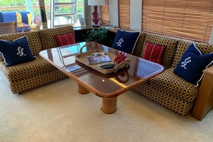 65' Pacific Mariner 65s 2000 Salon Dining/Cocktail Table And Seating