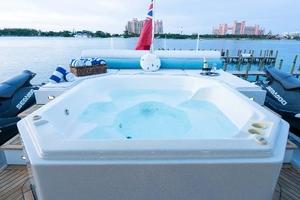 98' Mcp Europa 2008 Bridge Deck Jacuzzi