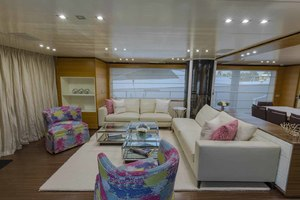 108' Benetti Tradition Supreme 108 2015 Salon Looking To Port