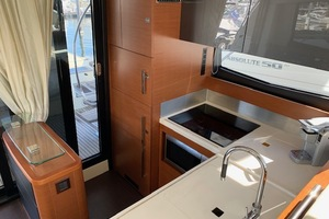 50' Prestige 500 Flybridge 2014 Galley