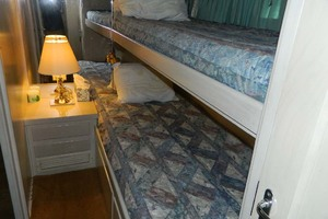 52' Hatteras 52 Sport Fisherman 1998 Guest Stateroom Upper And Lower Berths
