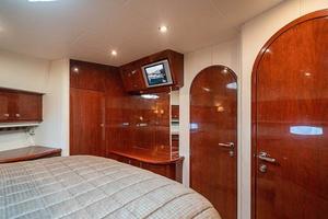 56' Neptunus  2007 VIP Cabin