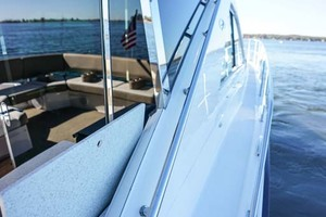 53' Regal 53 Sport Coupe 2017 Starboard Sidedeck