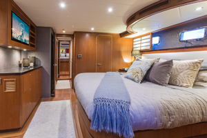 72' Outer Reef Yachts  2015