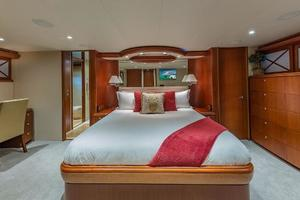 88' Cheoy Lee  2007 Master Stateroom