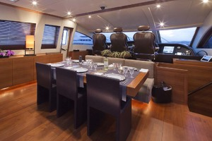 101' Arno Leopard 101 2006 Midship Dining