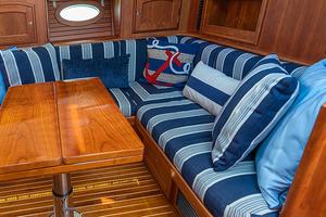 48' Hinckley Talaria 48 Motor Yacht 2013 Dinette
