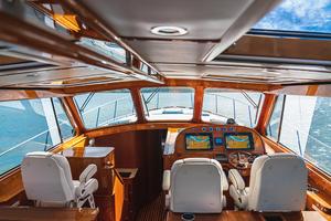 48' Hinckley Talaria 48 Motor Yacht 2013 Helm