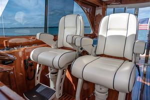 48' Hinckley Talaria 48 Motor Yacht 2013 Helmseating