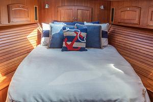 48' Hinckley Talaria 48 Motor Yacht 2013 Masterstateroom