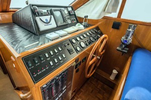 50' Ocean Alexander 500 Sports Sedan 1998 Lower Helm