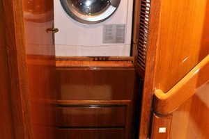 50' Ocean Alexander 500 Sports Sedan 1998 Washer/Dryer