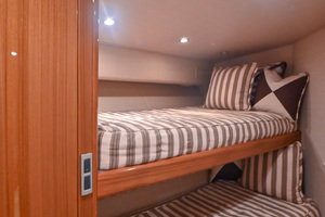 46' Viking 46 Convertible 2015 Guest Stateroom