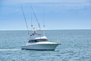 46' Viking 46 Convertible 2015 Starboard Bow