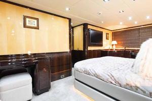 105' Mangusta  2011 Master Statedroom Desk Closed