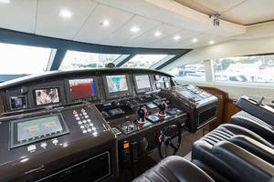 105' Numarine 32xp  2020 Helm Station