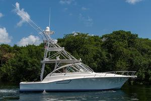 is a Cabo 44 Hardtop Express Yacht For Sale in Fort Lauderdale--0