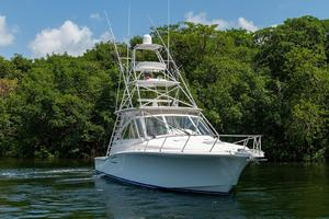 is a Cabo 44 Hardtop Express Yacht For Sale in Fort Lauderdale--4