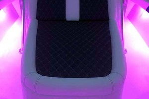 39' Front Runner 39 Center Console 2020 CenterConsoleSeatWithLEDLights