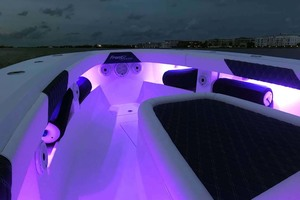 39' Front Runner 39 Center Console 2020 ForedeckwithLEDLights