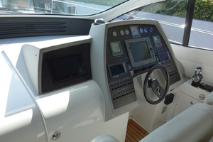 56' Pershing Performance Cruiser 2009 helm