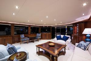 112' Westport Motoryacht 2010 Salon