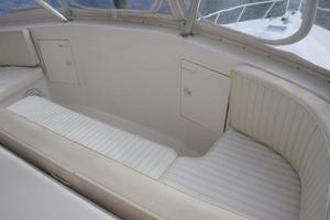 48' Ocean Yachts  2003 Forwardhelmlounge