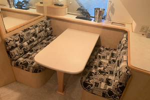52' Bluewater Yachts Flybridge 2005 Dinette