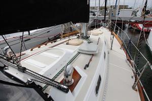 Tartan 372 Deck